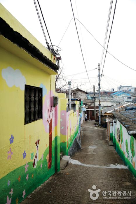 1980년대 어디쯤에서 시간이 멈춘 듯한 인천 열우물 벽화마을