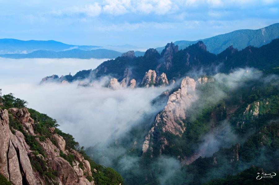 Seoraksan Mountain (설악산 국립공원 (외설악))