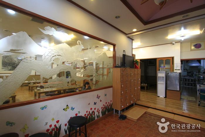 ユミョン会館(유명회관)