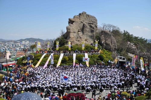 Mokpo Blumenfestival am Berg Yudalsan (목포 꽃피는 유달산 축제)
