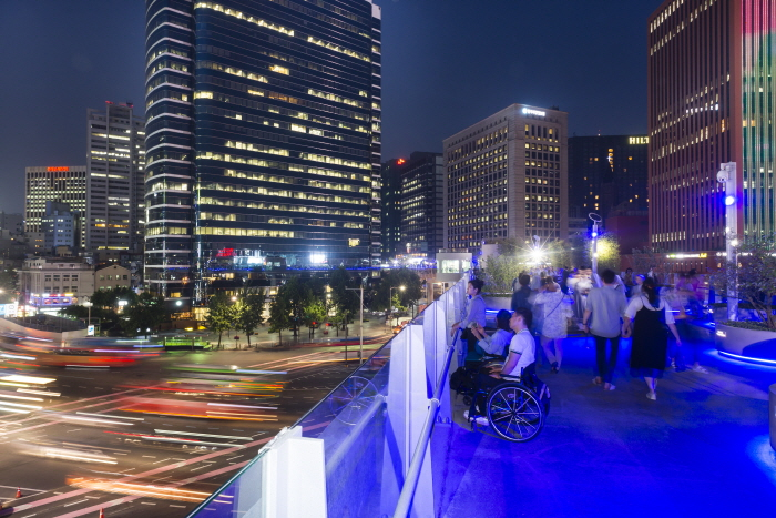 서울로7017의 푸른 은하수길(야경)