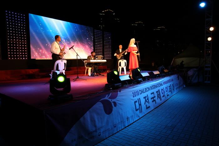 Международная фестиваль вина в Тэчжоне (대전국제와인페스티벌)