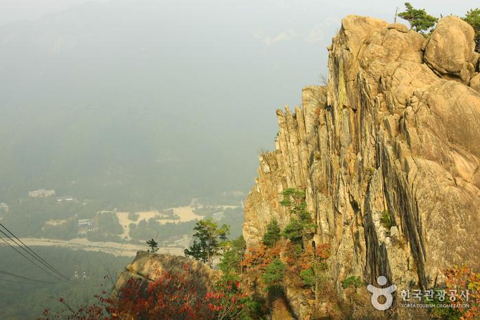 Seoraksan National Park (OeSeorak) (설악산국립공원 - 외설악)