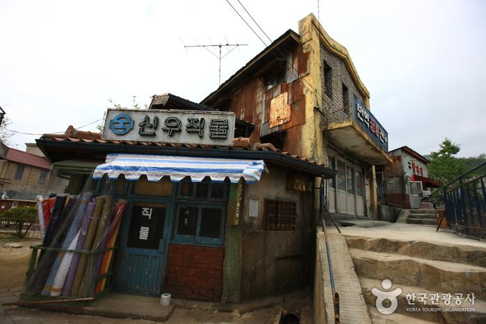 Hapcheon Filmstudiothemenpark (합천영상테마파크)