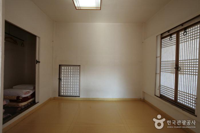Bukchondaek House (Andong Hahoe Village) ([명품고택]북촌댁 (구, 안동하회마을))