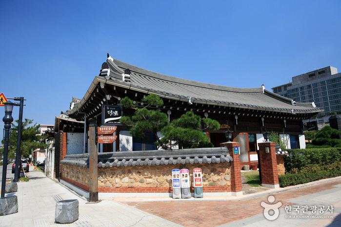 Jeonju Hanok Village [Slow City] (전주한옥마을 [슬로시티])