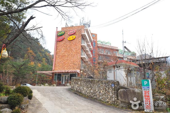 Galcheon Family Resort - Goodstay (갈천훼미리리조트 [우수숙박시설 굿스테이])