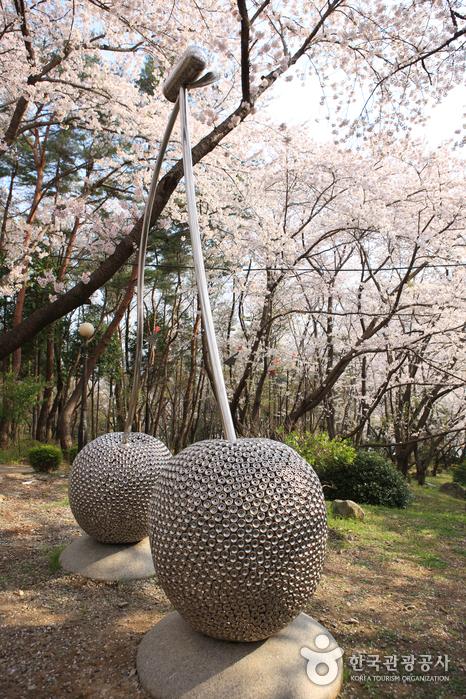 Jangboksan Sculpture Park (Jangboksan Sculpture Park) (장복산조각공원)
