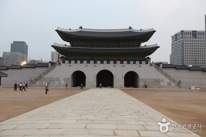 Gwanghwamun Gate ()