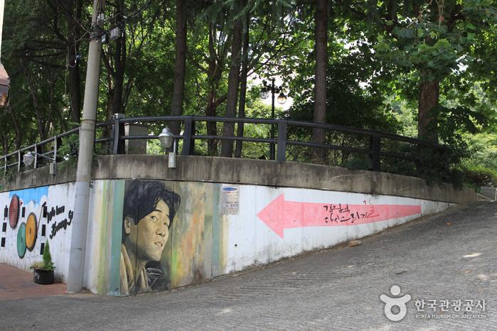 Улица имени музыканта Ким Кван Сока (김광석 길)11