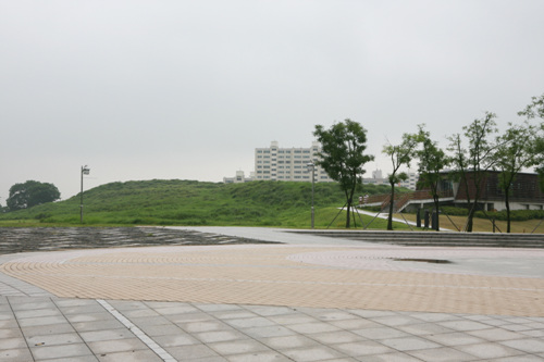 Ancient Tombs in Daeseong-dong, Gimhae (김해 대성동 고분군)
