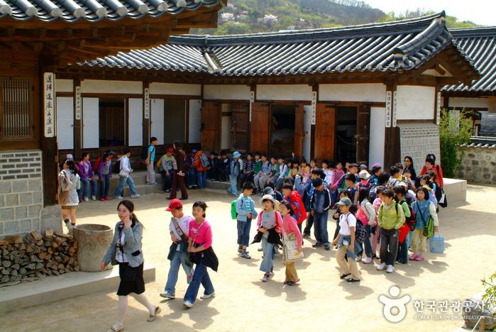 Namsangol Hanok Village (남산골 한옥마을)