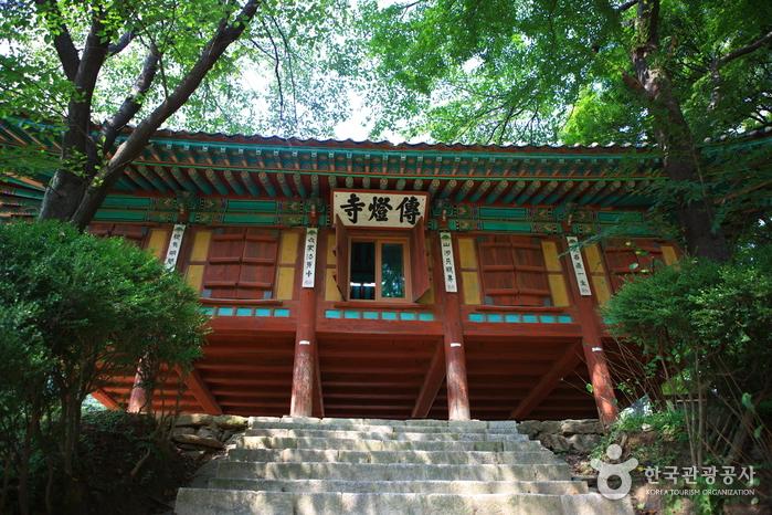 Templo Jeondeungsa (전등사)