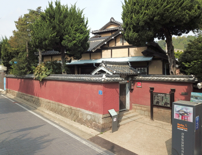 Japanese-style House in Sinheung-dong (Hirotsu House) (군산 신흥동 일본식가옥(히로쓰 가옥))