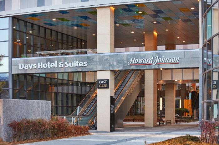 Howard Johnson Hotel Incheon Airport [Korea Quality] / 하워드 존슨 인천 에어포트 [한국관광 품질인증]