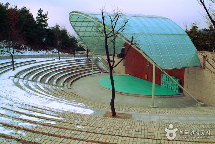 Chuncheon National Museum (국립춘천박물관)