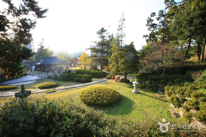 Chungnyeolsa Shrine (충렬사-정읍)