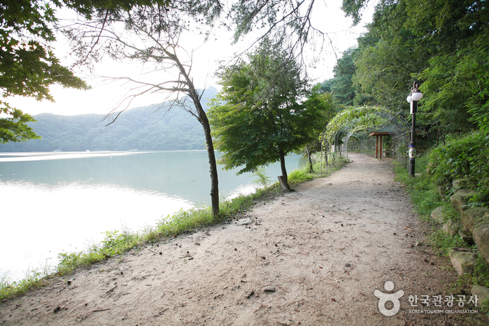 Pocheon Sanjeonghosu Lake (포천 산정호수)
