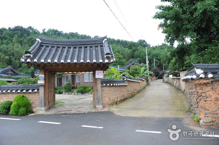 Mopyeong Village (모평마을)