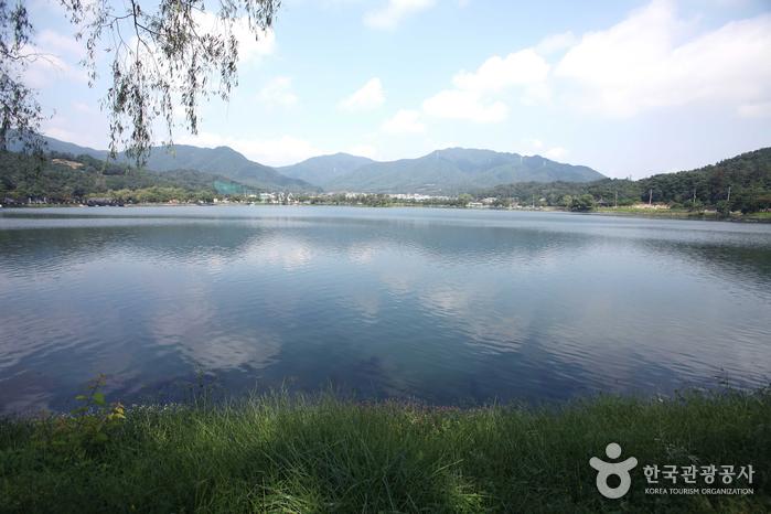 Водохранилище Ыйримчжи и лес Черим (제천 의림지와 제림)