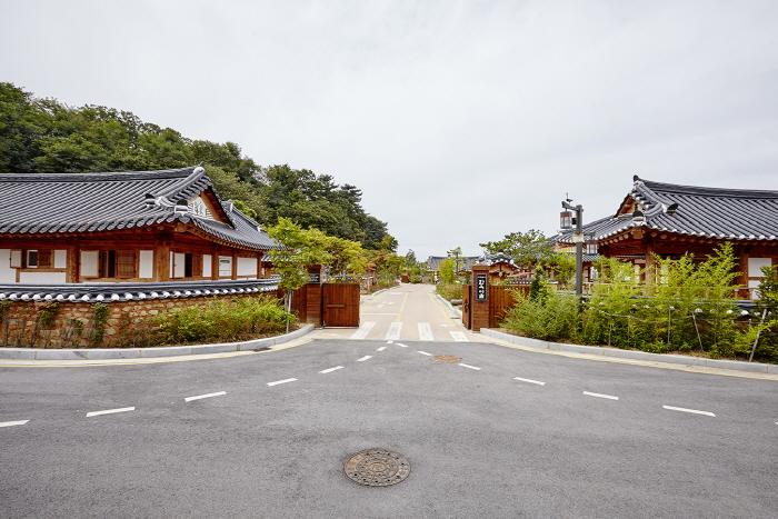 Gochangeupseong Hanok Village (고창읍성한옥마을)[한국관광품질인증제/ Korea Quality]