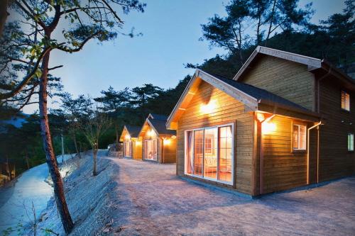 Hangaeul Pension and Farm (Simcheongga Inc.) - Goodstay 한가을펜션 [우수숙박시설 굿스테이]
