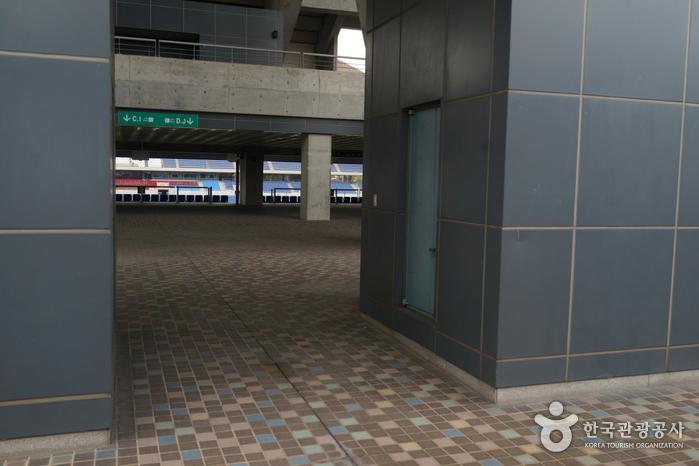 Стадион Чемпионата мира по футболу в Кванчжу (광주월드컵경기장)10