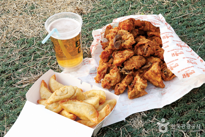 수원 KT위즈파크 진미통닭과 보영만두