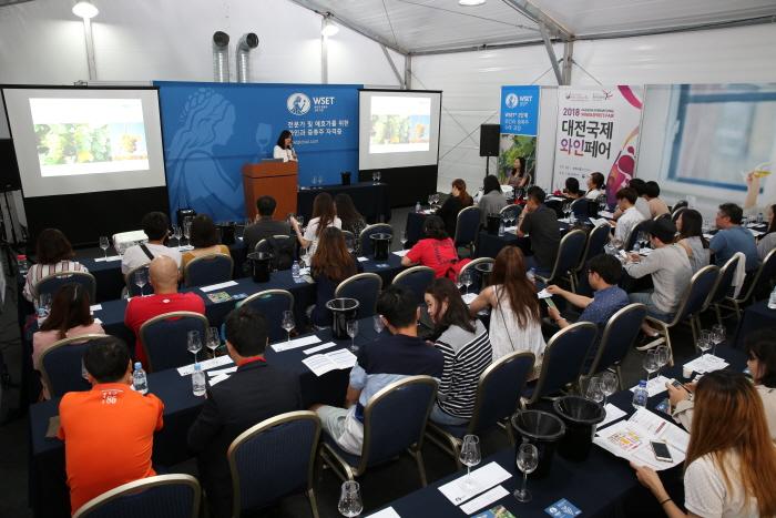 Международная выставка вина в Тэчжоне (대전국제와인페어 2015)