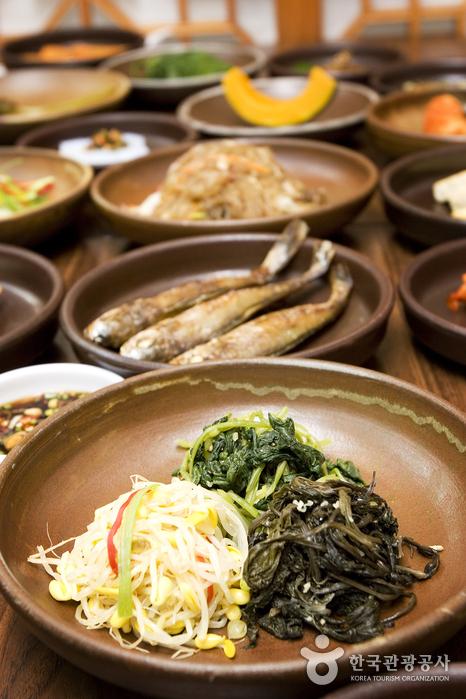 Jirisan Restaurant (지리산)