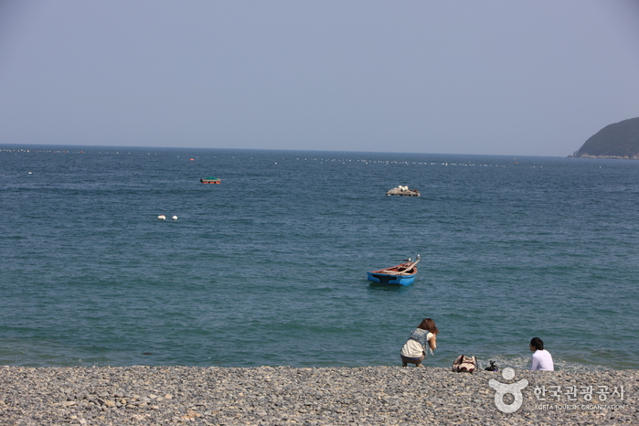 Hakdong Mongdol Beach (학동몽돌해변)