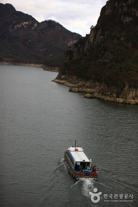 Bootsfahrt auf dem See Chungjuho (충주호 유람선)