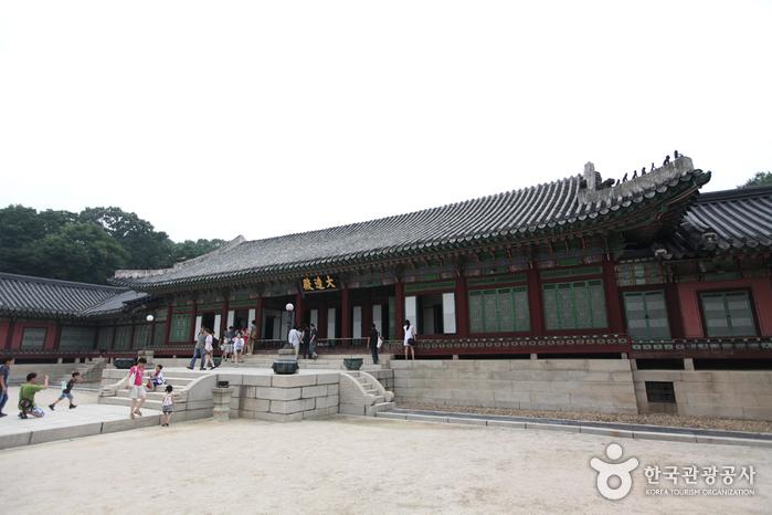 Зал Тэчжочжон во Дворце Чхандоккун (창덕궁 대조전)3
