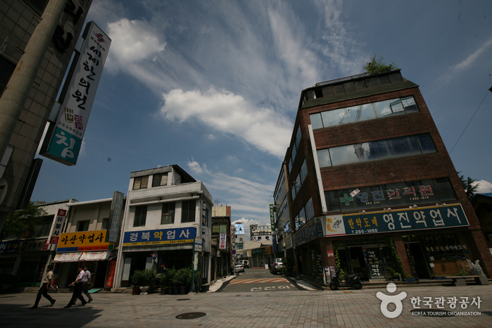 Daegu Herb Wholesale Market (Former, Daegu Yangnyeong Market) (대구 한약재 도매시장)