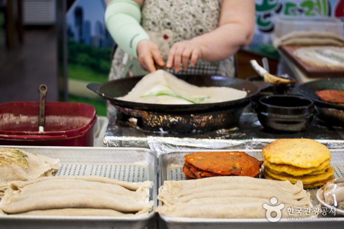 Рынок Чонсон Ариран (정선아리랑시장 (2,7일))
