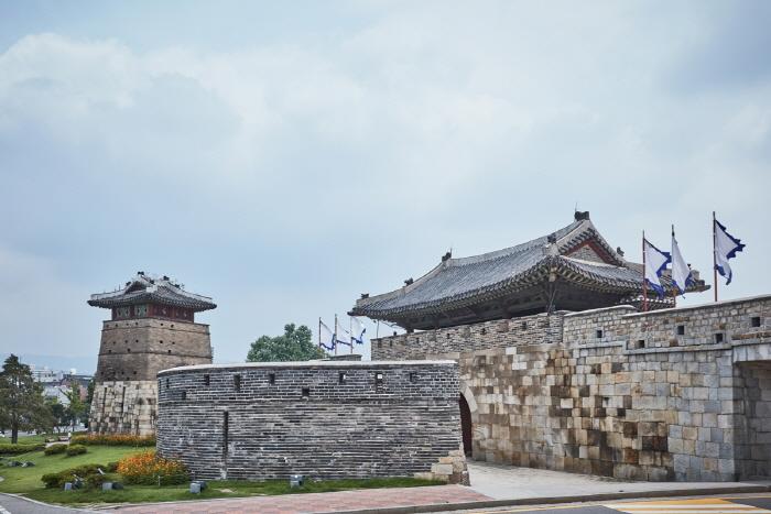 Ворота Хвасомун в крепости Хвасон в Сувоне (화서문)9
