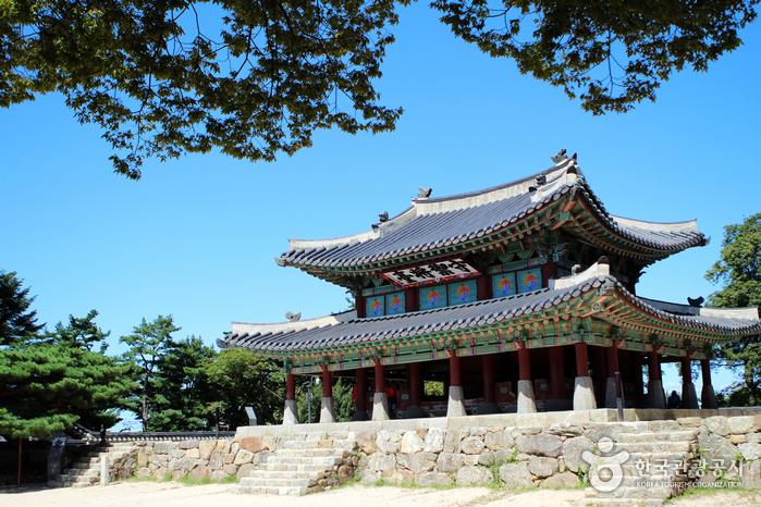 남한산성 가장 높은 곳에 위치한 수어장대(守禦將臺).