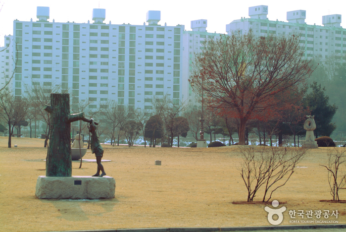 Gongjicheon Sculpture Park (공지천 조각공원)