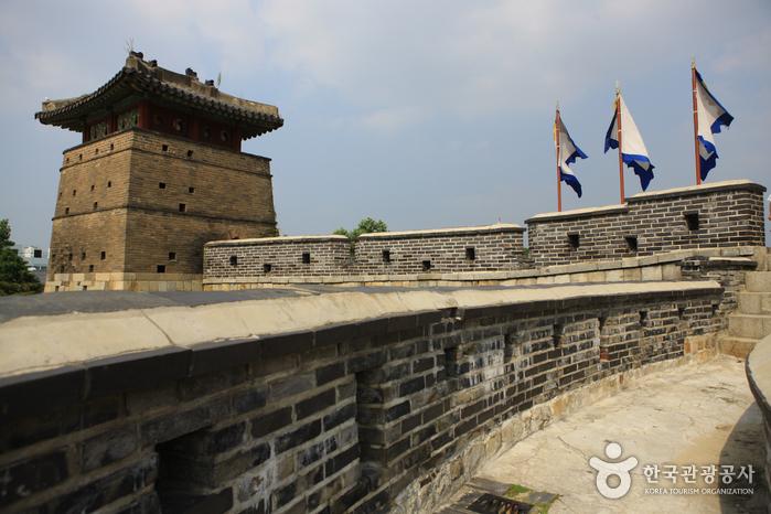 Ворота Хвасомун в крепости Хвасон в Сувоне (화서문)12