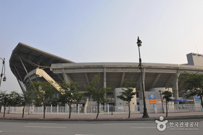 Suwon World Cup Stadium (수원월드컵경기장)