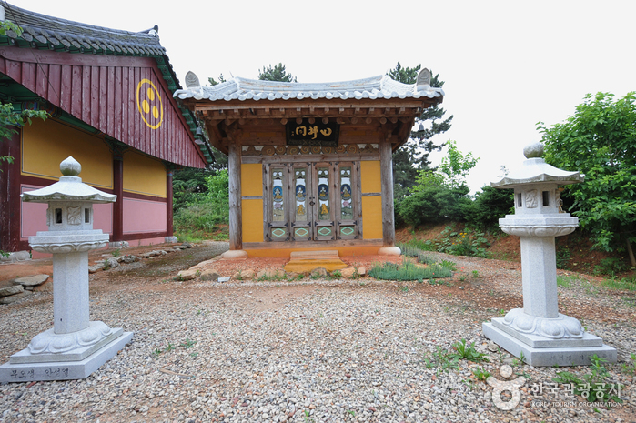 Seongmoam Hermitage ()