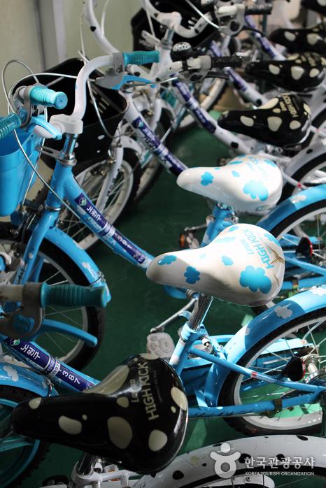 로보카폴리 어린이교통공원에서는 어린이용 자전거를 무료로 대여해준다.