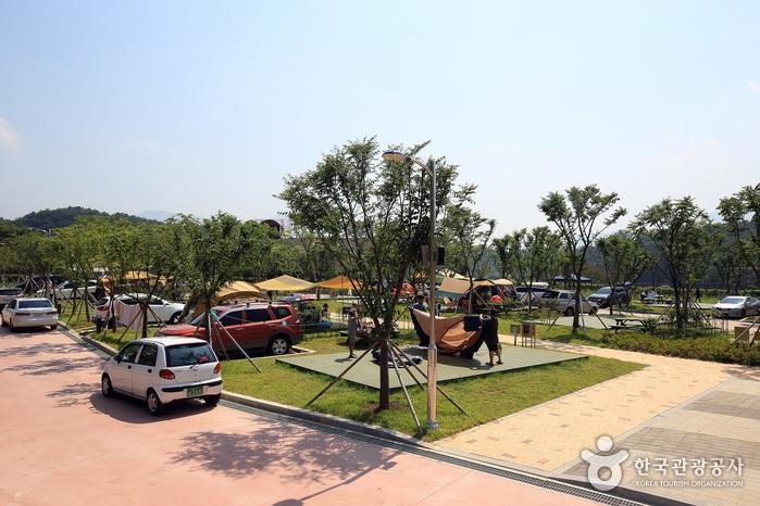 섬진강향가오토캠핑장