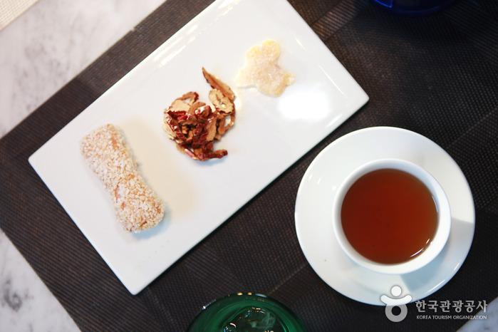 Gyeongbokgung Palace Jagyeongjeon Tea Ceremony (경복궁 자경전 다례체험행사)