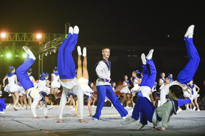 웅장한 퍼레이드와 춤의 향연이 펼쳐지는 다이내믹댄싱카니발