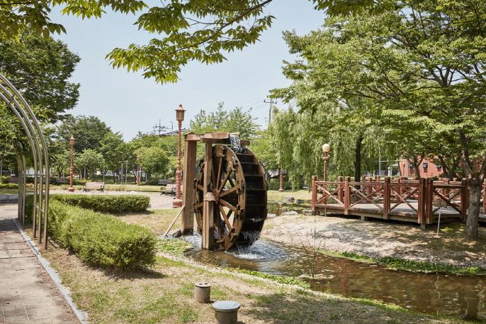 Station de vacances du temple de Silleuk (신륵사관광지)