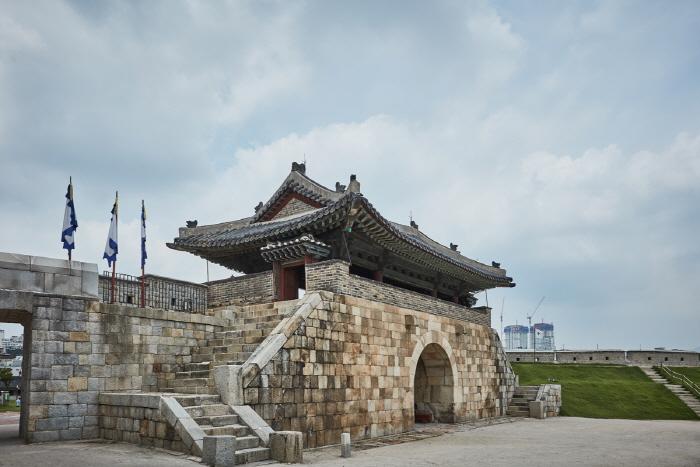 Ворота Хвасомун в крепости Хвасон в Сувоне (화서문)10