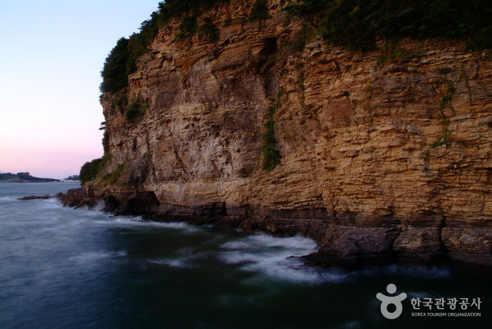 Chaeseokgang Cliffs ...