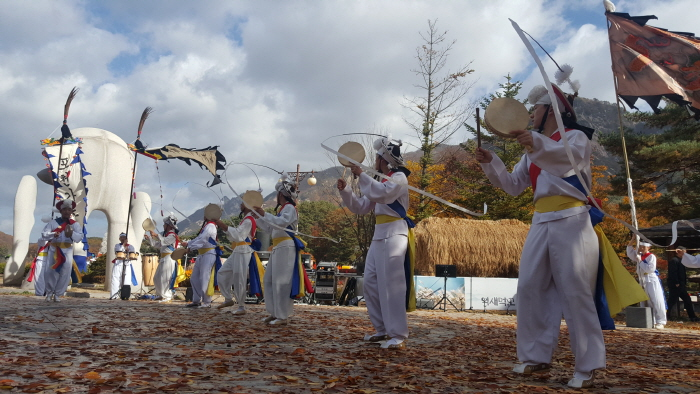 Фестиваль мискантуса  в горах Мёнсонсан на озере Санчжонхо (산정호수 명성산 억새꽃축제)