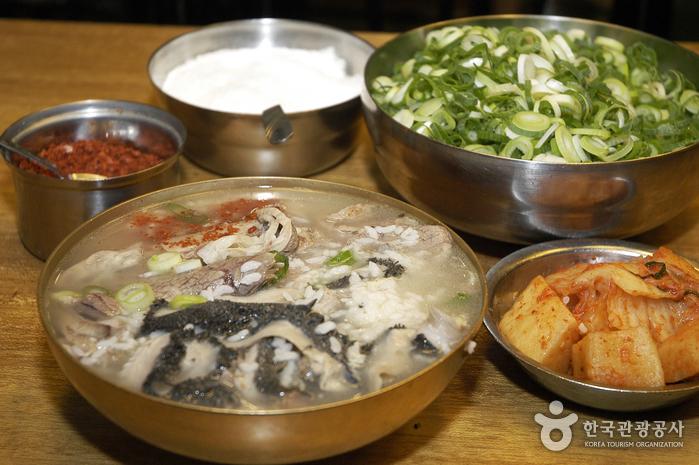 Hadongkwan (하동관)